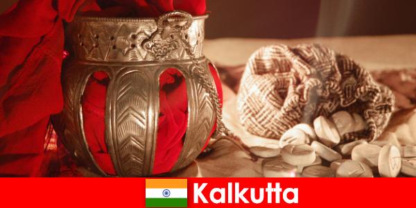 モニュメントや寺院は、彼らの美しさコルカタと新しい訪問者を説得します