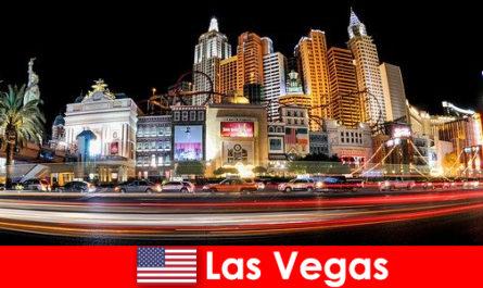 ラスベガスは、エンターテイメントの世界の首都は、そのナイトライフで外国人を喜ばせる