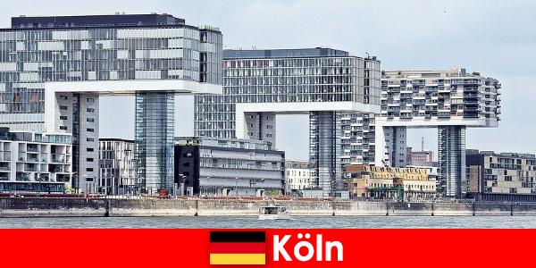 ケルンの印象的な高層ビルは見知らぬ人を驚かせる