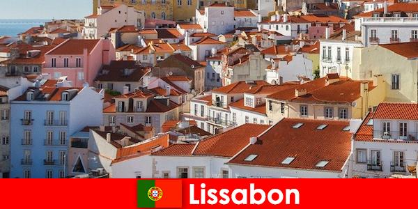 ビーチの太陽とおいしい食べ物と沿岸都市のトップの目的地をリスボン