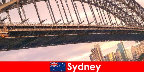 橋のあるシドニーはオーストラリアの旅行者に非常に人気のある目的地です