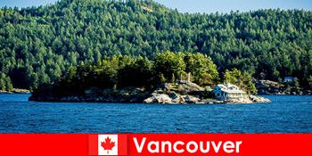 外国人観光客のために休息とカナダのバンクーバーの美しい自然景観に没頭