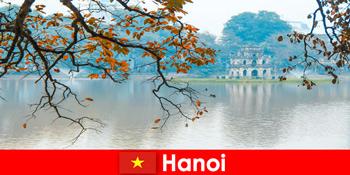 ハノイベトナムジェイドマウンテン寺院と文学寺院は観光客を喜ばせる