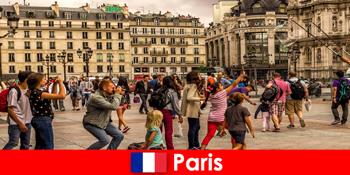 ほとんどの見知らぬ人がお互いを知るためにパリに来る