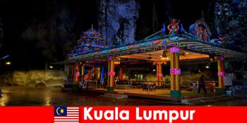 クアラルンプールマレーシアは、旅行者が古代の石灰岩の洞窟に深い洞察を得ることができます