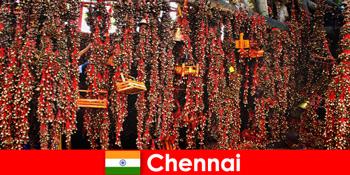 チェンナイインドの見知らぬ人を待っている寺院の音とネイティブダンス