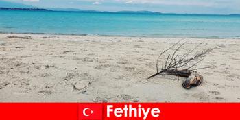 トルコのリビエラフェティエでストレスを受けた観光客のためのレクリエーション旅行
