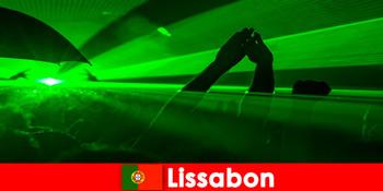 リスボンポルトガルの若いパーティー観光客のためのビーチで人気のディスコの夜