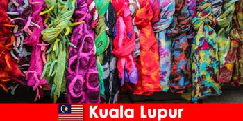 クアラルンプールマレーシアの文化観光客は、優れた職人技を体験