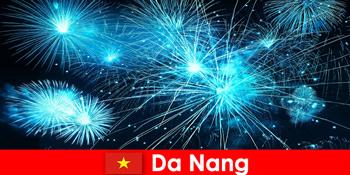 ナンベトナムの観光客は夕食時に息をのむような火のハウを経験するので