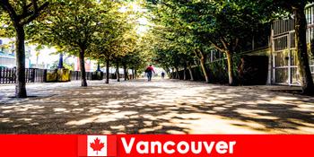 カナダバンクーバーの都市ガイドは、地元のコーナーで海外のホリデーメーカーに同行します