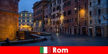最も美しい観光スポットにローマイタリアに秋に観光客のための短い旅行