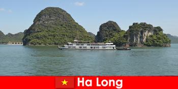ツアーグループのための複数日クルーズは、ハロンベトナムで非常に人気があります