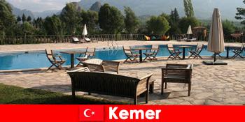 家族と夏の休暇のためのケメルトルコへの格安航空券、ホテルやレンタル